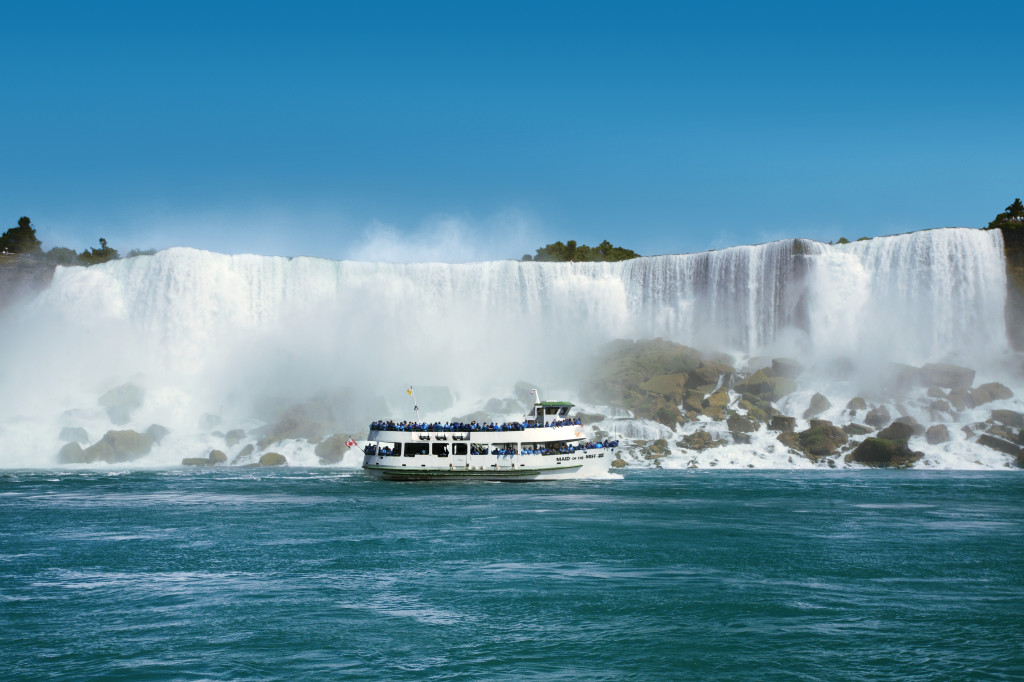 Maid of the Mist operates from early Spring until early November≥